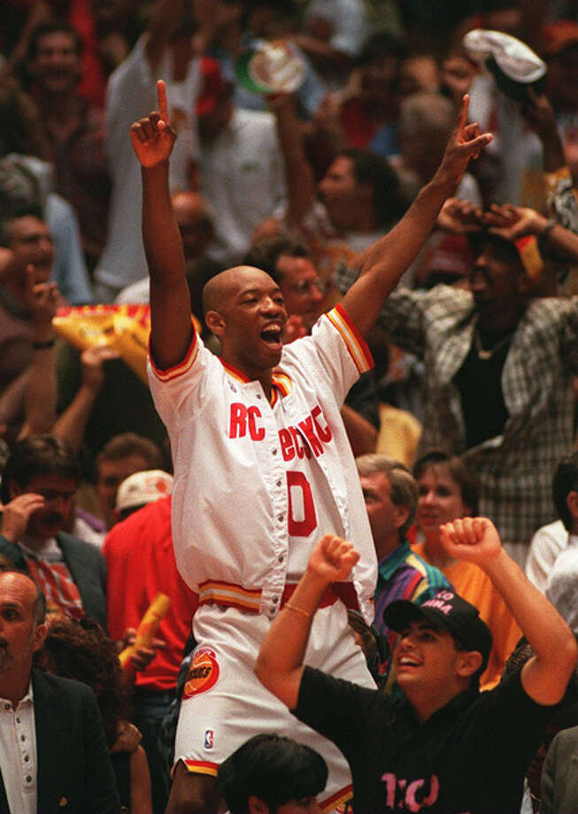 Sam Cassell celebrates the final moments of the Rockets' 1994 NBA Finals win over the New York Knicks. Photo: Getty Images / Getty Images North America