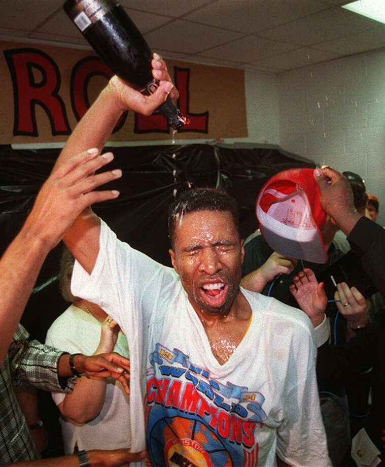 Kenny Smith pours champagne over himself following the Rockets' 90-84 NBA Finals victory over the New York Knicks. Photo: Getty Images / Getty Images North America