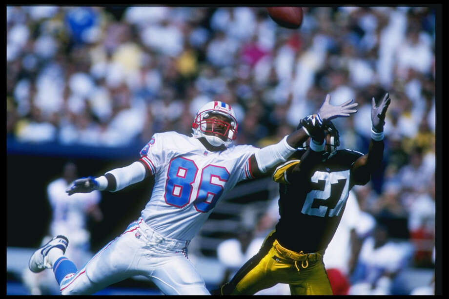 Wide receiver Willie Davis #86 of the Houston Oilers dives with defensive back Willie Williams of the Steelers during the Oilers 30-16 loss to the Pittsburgh Steelers at Three Rivers Stadium in Pittsburgh, Pa. Photo: Rick Stewart, Getty Images / Getty Images North America