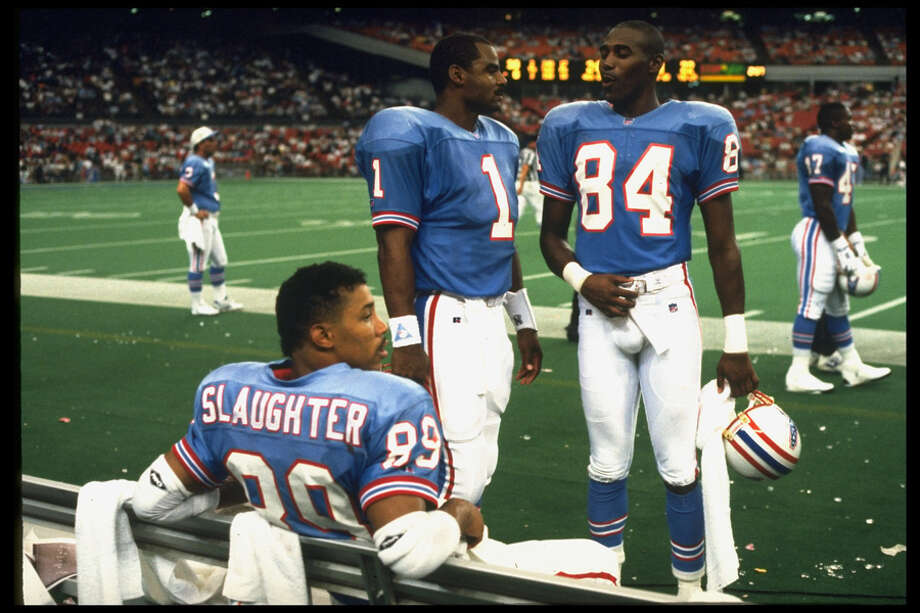 Houston Oilers QB Warren Moon #1 talks with with Haywood Jeffires #84 on the sidelines during a game versus the Kansas City Chiefs. Photo: William Snyder, Time & Life Pictures/Getty Image / William Snyder