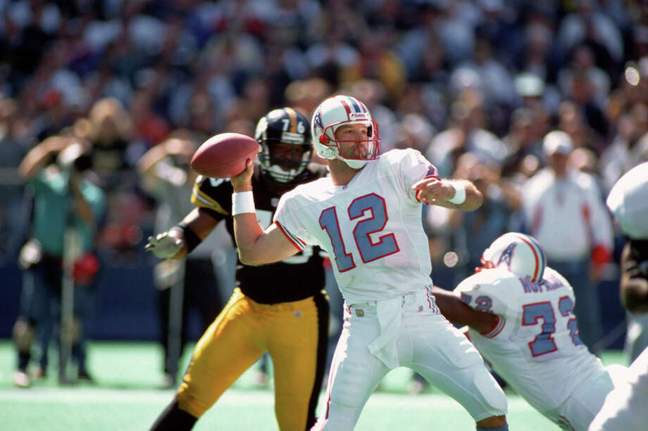 Quarterback Chris Chandler #12 of the Houston Oilers passes against the Pittsburgh Steelers at Three Rivers Stadium on September 29, 1996 in Pittsburgh, Pa. Photo: George Gojkovich, Getty Images / 1996 George Gojkovich