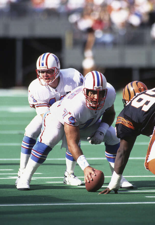 Bruce Matthews #74 of the Houston Oilers prepares to snap the football to quarterback Billy Joe Tolliver during a game against the Cincinnati Bengals at Riverfront Stadium on November 13, 1994 in Cincinnati, Ohio. The Bengals defeated the Oilers 34-31.  Photo: Joe Robbins, Getty Images / 1994 Joe Robbins