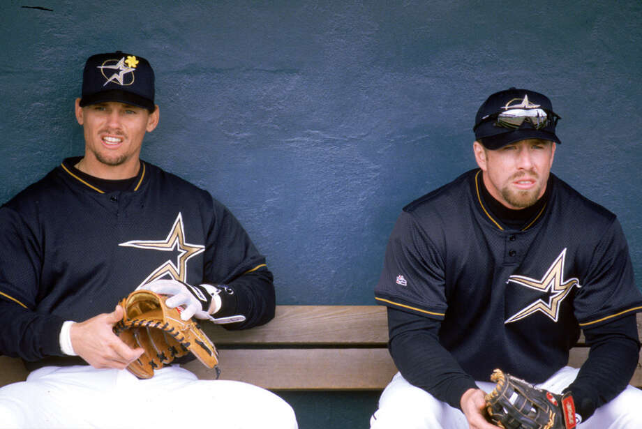 Craig Biggio (L) and Jeff Bagwell of the Houston Astros sit in the dugout during a 1999 season MLB game at the Astrodome in Houston.  Photo: Steve Babineau, MLB Photos Via Getty Images / 1999 Steve Babineau