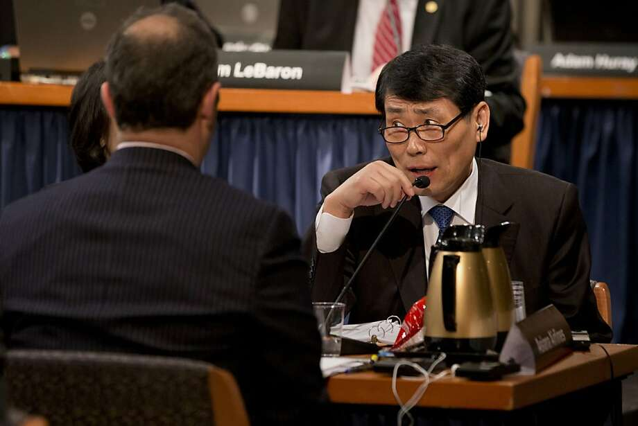 Capt. Seung-young Kim, Asiana's executive vice president of flight operations, offers testimony. Photo: Jacquelyn Martin, Associated Press