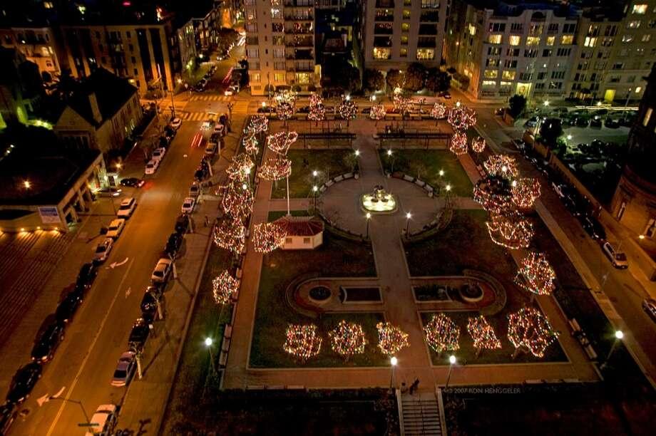 The old-fashioned Christmas lights at Huntington Park. Chronicle cile photo Photo: Courtesy Huntington Hotel