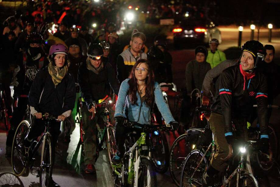 The cyclistswait to ride. Photo: Eric Kayne, For The Chronicle / Eric Kayne