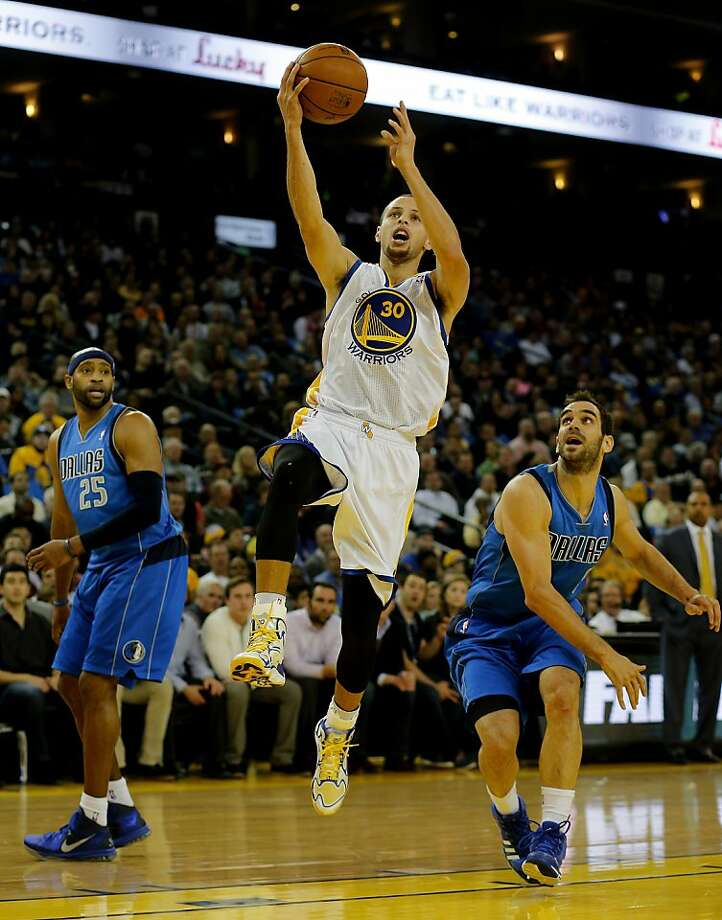 Stephen Curry slices between Vince Carter (25) and Jose Calderon. Curry had 33 points and 10 assists. Photo: Brant Ward, The Chronicle