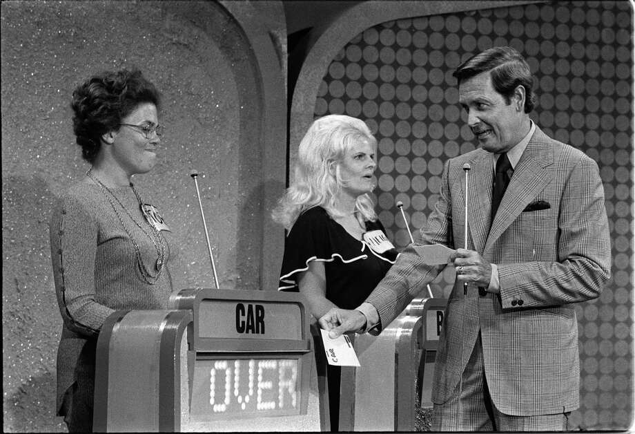 1972: Bob Barker with unidentified game show contestants. Photo: CBS Photo Archive, Getty Images / 1972 CBS Photo Archive