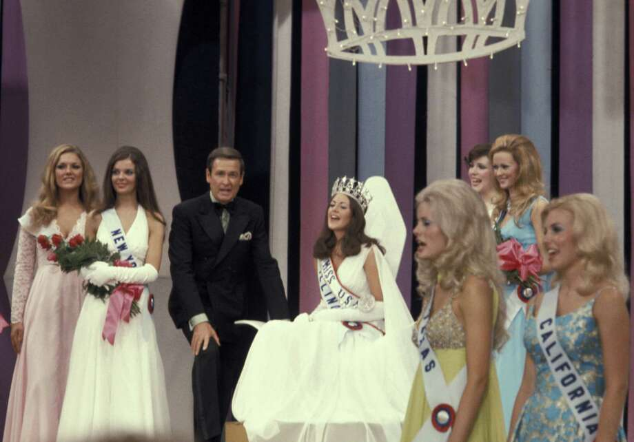 1973: Bob Barker, pictured with Miss USA Amanda Jones and Miss USA contestants. Photo: Ron Galella, Getty Images / Ron Galella Collection