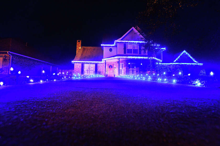A group of volunteer officers decorated the house of Beaumont police officer veteran Teddy Ratcliff who passed away this Saturday after battling cancer. Ratcliff served the Beamont Police Dept. for 24 years. Michael Rivera/@michaelrivera88