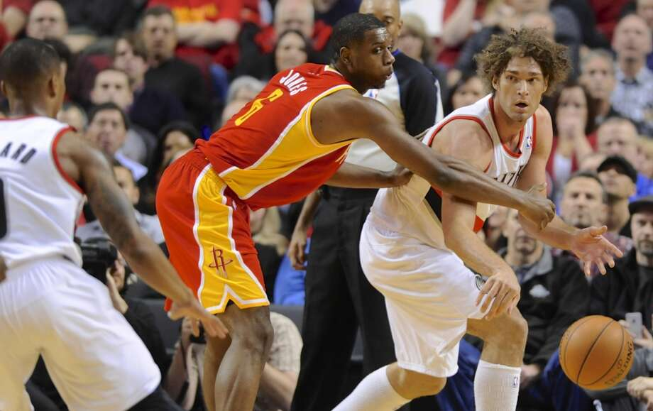 Terrence Jones (6) defends an outlet pass from Robin Lopez (42). Photo: GREG WAHL-STEPHENS, Associated Press
