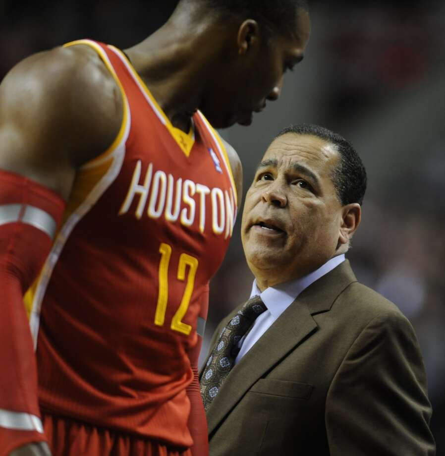 Rockets assistant coach Kelvin Sampson talks with Dwight Howard. Photo: GREG WAHL-STEPHENS, Associated Press