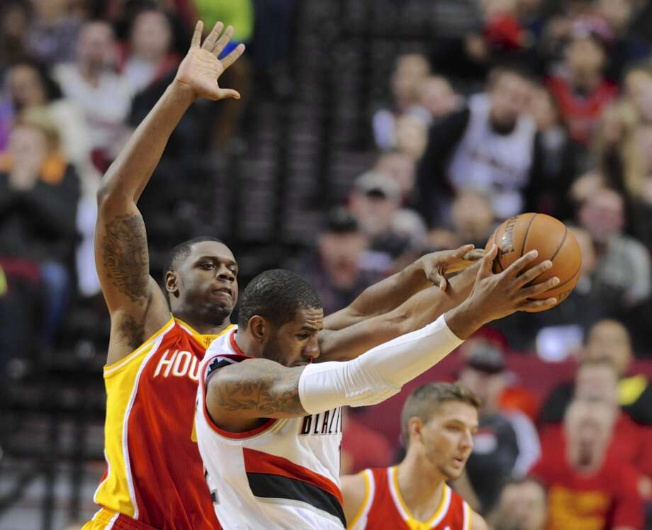 Terrence Jones, left, defends against LaMarcus Aldridge. Photo: Greg Wahl-Stephens, Associated Press