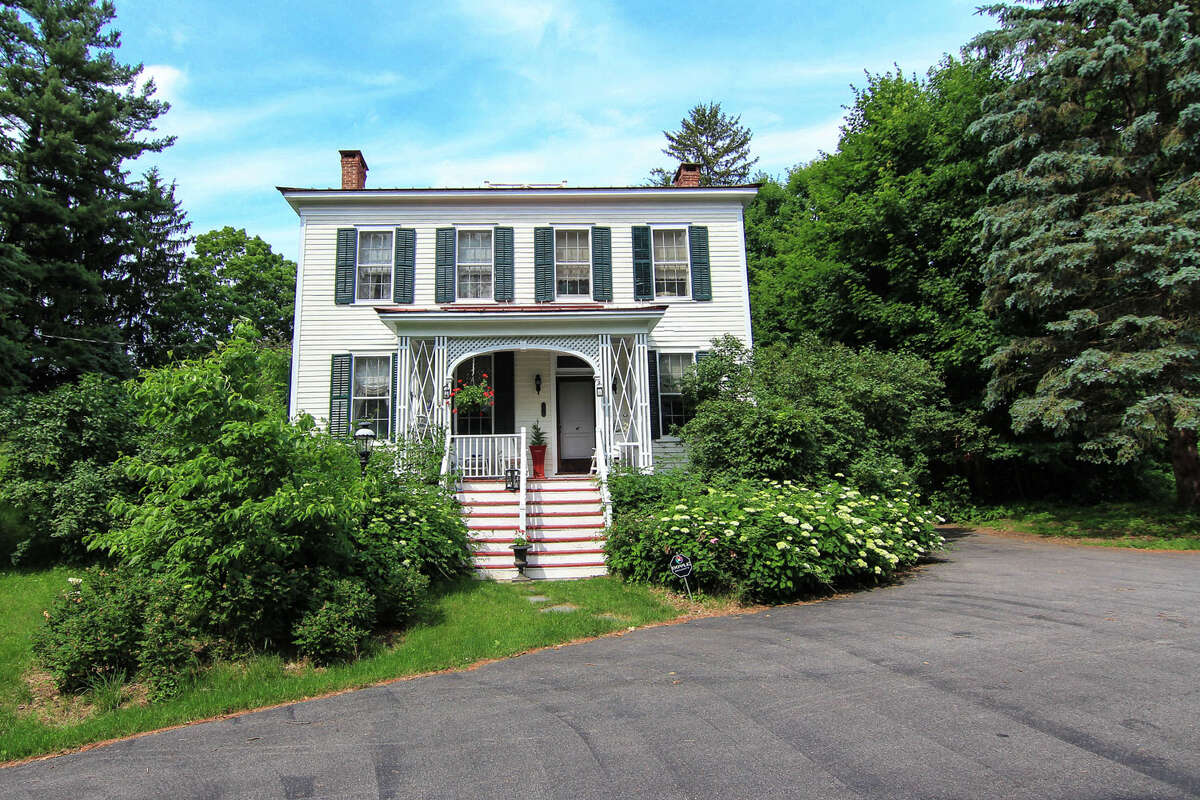 House of the Week: 2259 Western Ave., Guilderland | Realtor: Diane Eichel at RealtyUSA | Discuss: Talk about this house