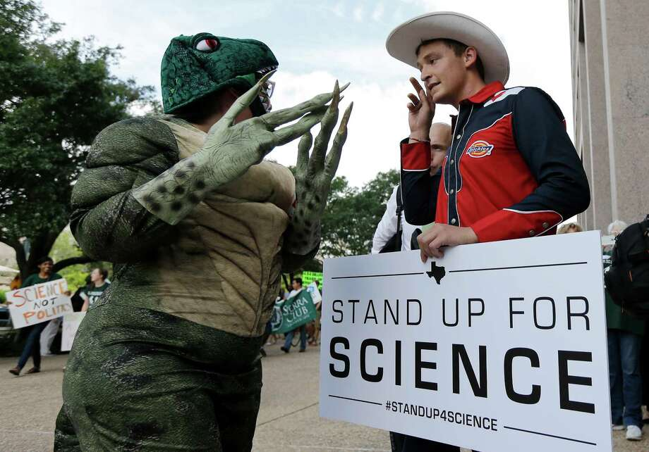 Protesters agree: The content of science textbooks must not be undermined. Photo: Eric Gay, Associated Press / AP