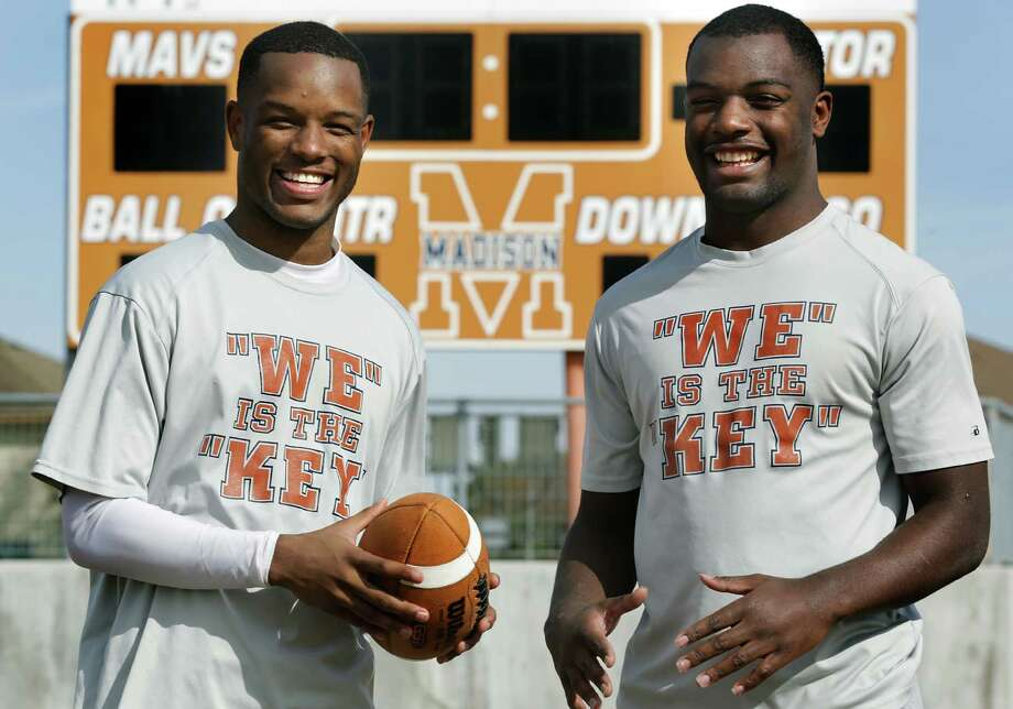 Byron, left, and Dominique Daniels are brothers that play for Madison High School football team,  Dec. 11, 2013. Photo: BOB OWEN, San Antonio Express-News / © 2012 San Antonio Express-News