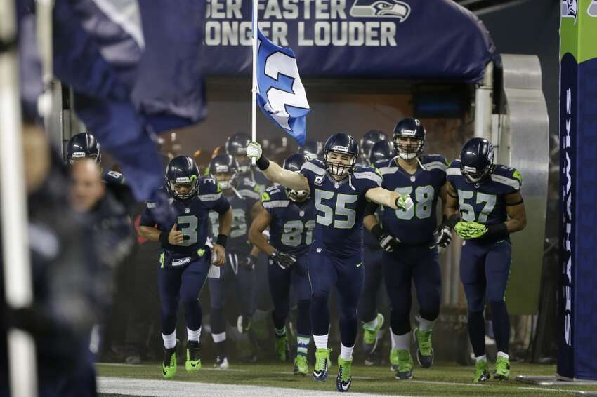 1. The Seahawks all but need to win Sunday's matchup is not a must-win game for the Seahawks, but it seems like a must-not-lose game. Coming off a tough loss to the 49ers in San Francisco, the Hawks want to keep their two-game lead in the NFC West and remain on top of the conference standings. With a No. 1 seed in the playoffs, the Seahawks would have home-field advantage throughout the postseason. They have a chance on Sunday to achieve both, but it appears unlikely -- the Niners would have to lose at Tampa Bay for Seattle to clinch the division, and the Saints would have to also lose at St. Louis for Seattle to clinch the No. 1 seed. Perhaps more important than the clinching opportunities, however, is the simple fact that Seattle needs to retain its momentum through the homestretch of the season. Last week's rivalry loss in San Francisco was not a bad game for the Seahawks -- they lost 19-17 to a great team at Candlestick Park, largely due to just one play: a 51-yard run by Frank Gore. But a loss this Sunday to the New York Giants would be a whole 'nother thing. The Seahawks would tell you they are approaching this game just like any other -- with the goal to go 1-0 -- but they want to assert themselves as the best team in the NFL. Last year at this time, the Hawks were rolling, blowing out opponents by putting 50 points on the board and steamrolling through the conference. This season, Seattle is in a different role as the hunted team, and the Giants will be looking to screw up the Seahawks' postseason plans. While New York has been eliminated from the playoffs, that doesn't mean they have nothing to play for.
