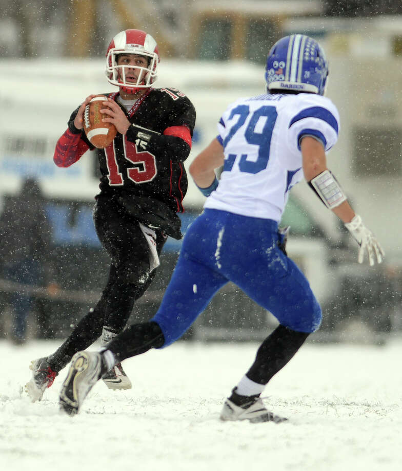 Cascione had no problem throwing in tough conditions, completing for 14 of 24 passes for 22 yards and two touchdowns. Photo: Autumn Driscoll / Connecticut Post