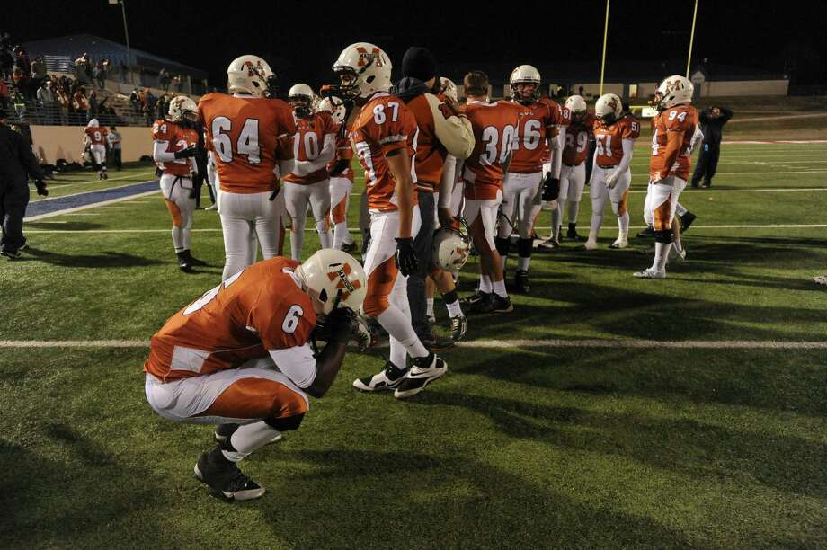 Dominique Daniels (6), and Madison teammates react after dropping their Class 5A Division I state semifinal football game against Pearland, 38-34, at Waco ISD Stadium on Saturday, Dec. 14, 2013. Photo: Billy Calzada, San Antonio Express-News / San Antonio Express-News