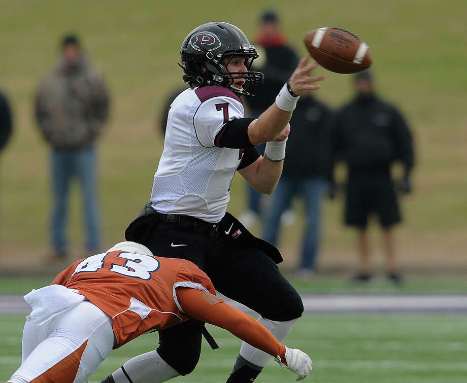 Pearland quarterback Connor Heath eludes Madison defender Josh Meno during Class 5A Division I state semifinal game action at Waco ISD Stadium on Saturday, Dec. 14, 2013. Photo: Billy Calzada, San Antonio Express-News / San Antonio Express-News