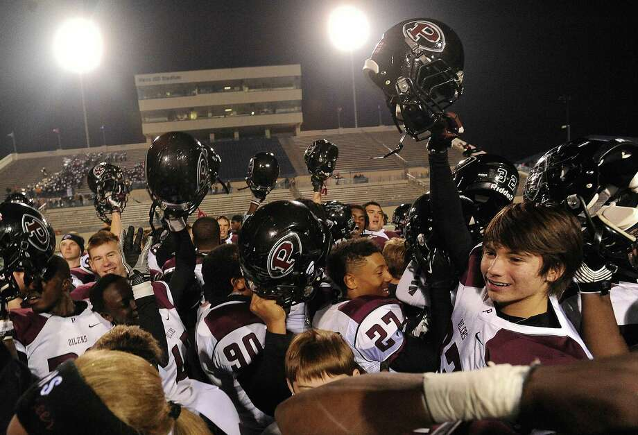 The Pearland Oilers celebrate their 38-34 victory over Madison in Class 5A Division I state semifinal game action on Saturday, Dec. 14, 2013. Photo: Billy Calzada, San Antonio Express-News / San Antonio Express-News