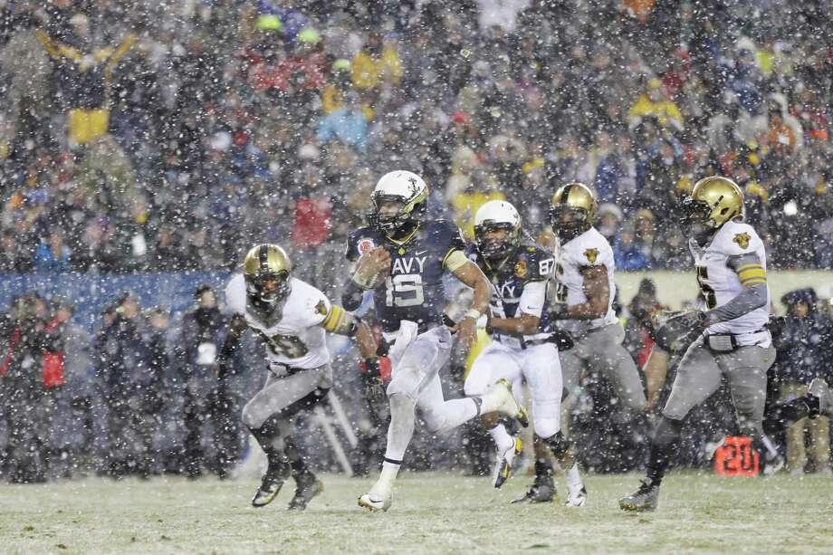 Navy quarterback Keenan Reynolds (19) runs in a touchdown during the first half of the game against Army, Saturday, Dec. 14, 2013, in Philadelphia. (AP Photo/Matt Rourke)  Photo: Matt Rourke / AP