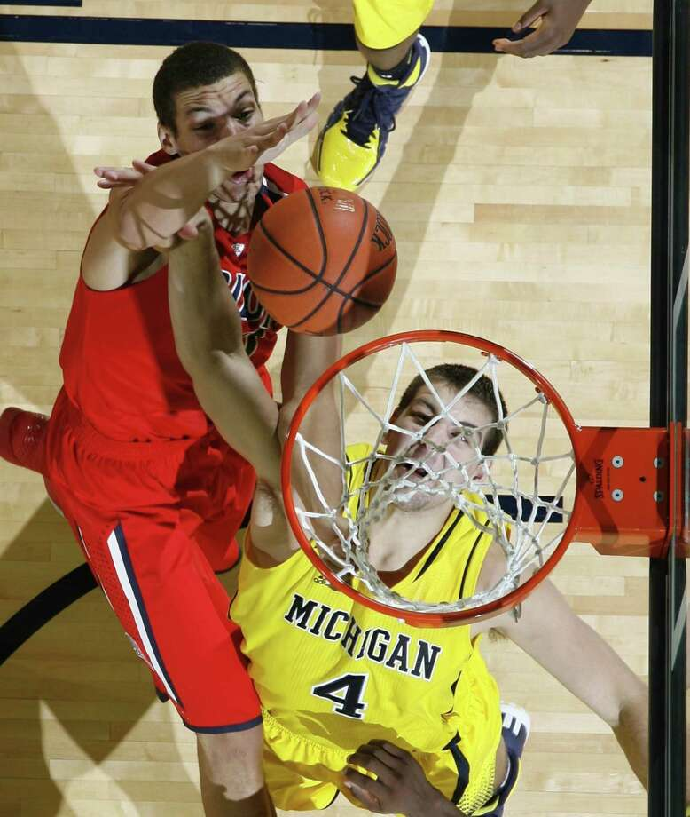 Arizona's Aaron Gordon scores over Michigan's Mitch McGary in the second half at the Crisler Center in Ann Arbor, Mich., on Saturday. Photo: Julian H. Gonzalez / McClatchy-Tribune News Service / Detroit Free Press