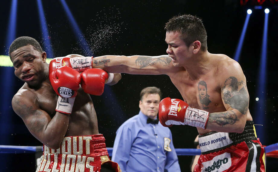 Marcos Maidana (right) punches Adrien Broner en route to winning the WBA welterweight title Saturday at the Alamodome. Photo: Edward A. Ornelas / San Antonio Express-News / © 2013 San Antonio Express-News