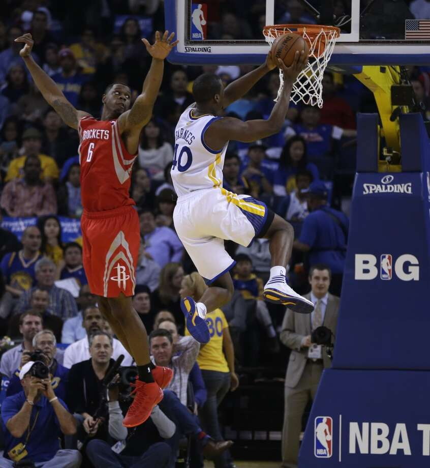 Harrison Barnes, right, drives past Terrence Jones (6). Photo: Ben Margot, Associated Press