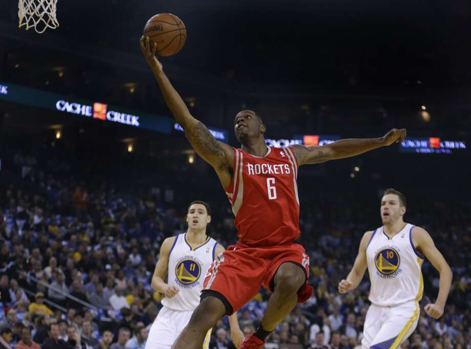 Terrence Jones (6) lays up a shot past Klay Thompson, left, and David Lee. Photo: Ben Margot, Associated Press