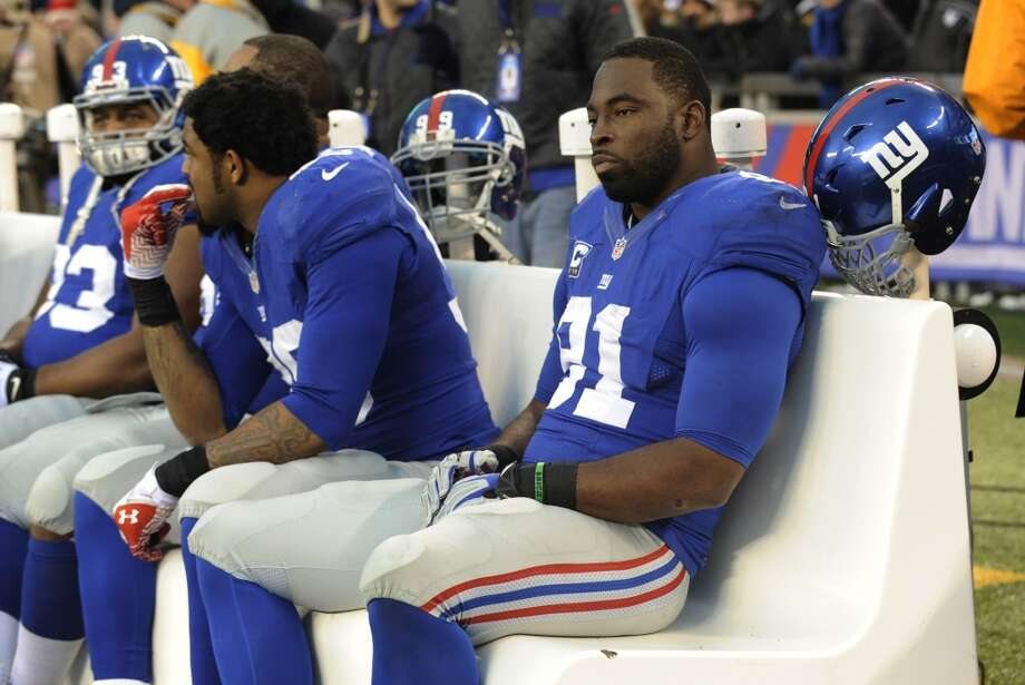 New York Giants defensive end Justin Tuck, right, sits on the bench in the final minutes of an NFL football game against the Seattle Seahawks, Sunday, Dec. 15, 2013, in East Rutherford, N.J. (AP Photo/Bill Kostroun) Photo: Bill Kostroun, AP