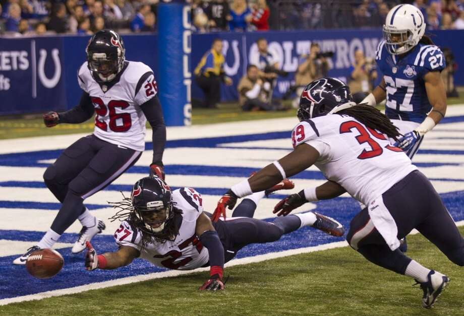 Texans special teams players try to prevent a punt from reaching the end zone. Photo: Brett Coomer, Houston Chronicle