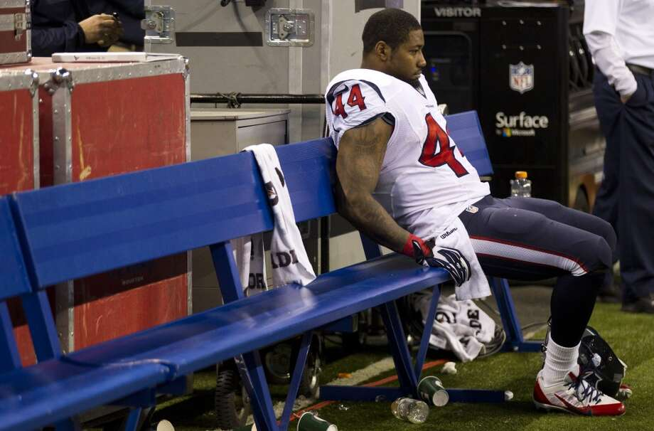 Texans running back Ben Tate sits dejectedly on the sidelines. Photo: Brett Coomer, Houston Chronicle