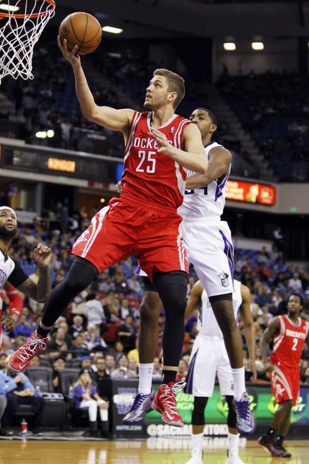 Rockets forward Chandler Parsons (25) scores against Kings forward Jason Thompson. Photo: GENEVIEVE ROSS, Associated Press