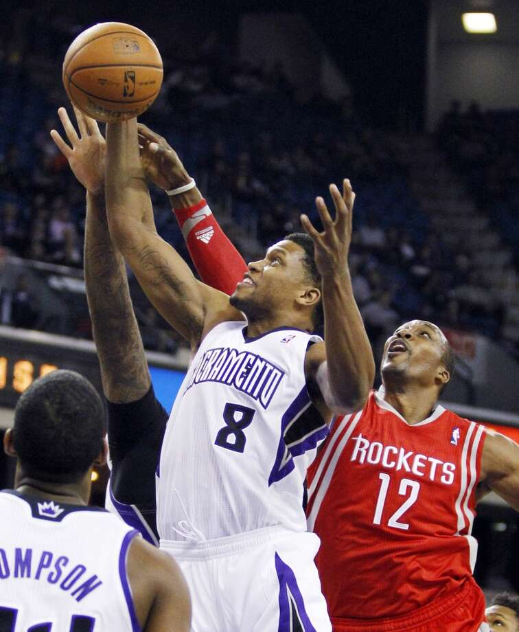 Kings forward Rudy Gay (8) brings down a rebound against Rockets forward Dwight Howard. Photo: GENEVIEVE ROSS, Associated Press