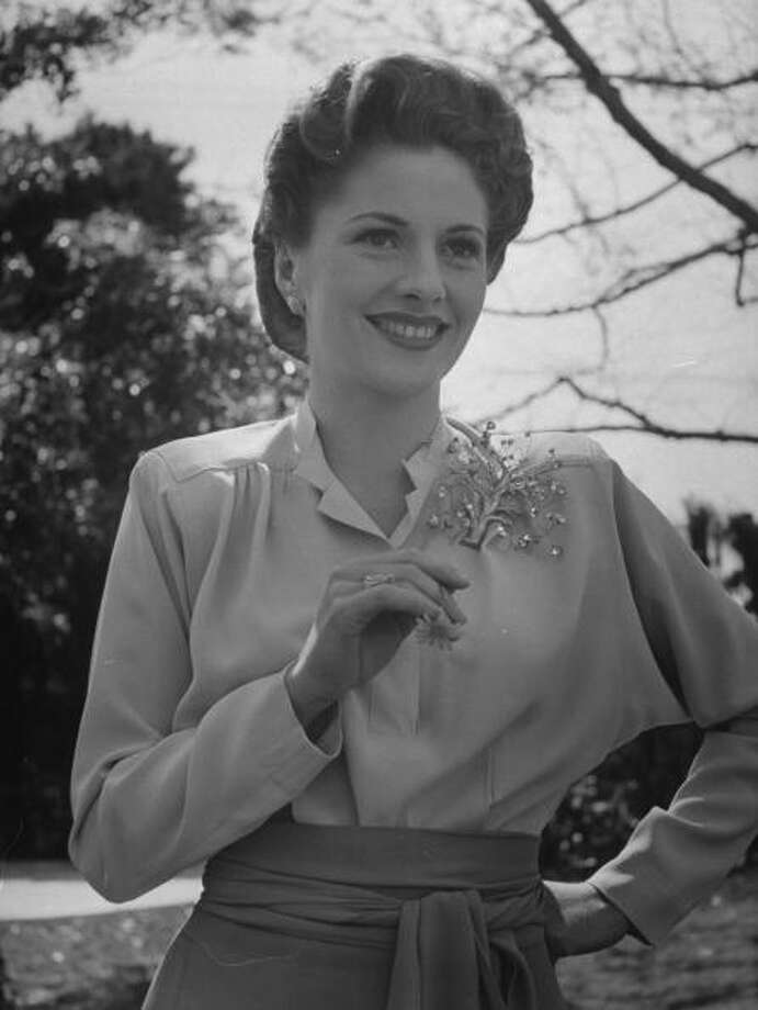 Actress Joan Fontaine wearing film makeup & a pompadour hairdo, relaxing in garden at home.  (Photo by Bob Landry//Time Life Pictures/Getty Images) Photo: Bob Landry, Time & Life Pictures/Getty Image / Time Life Pictures