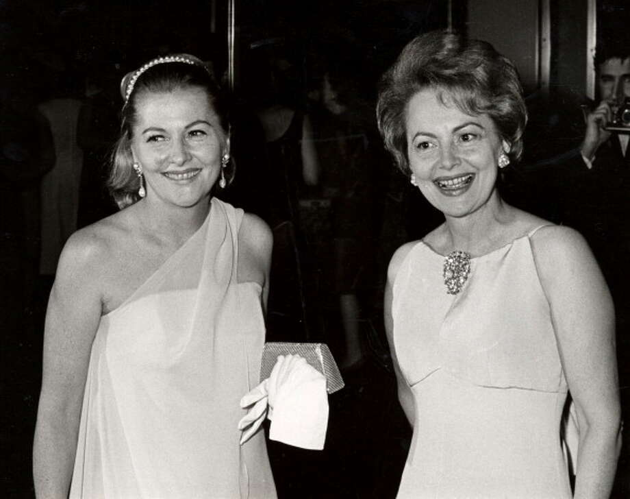 Joan Fontaine and sister Olivia de Havilland in 1967. Photo: Ron Galella, WireImage / Ron Galella Collection