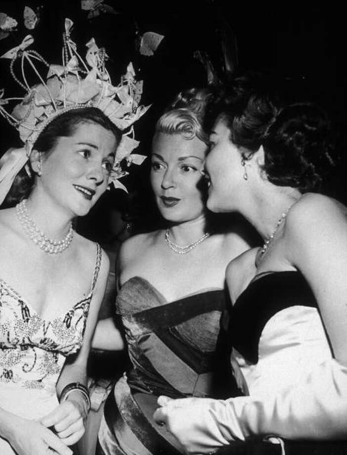 1951:  Left to right: Joan Fontaine and American actresses Lana Turner (1921 - 1995) and Ava Gardner (1922 - 1990) chatting at the Ribbon Ball in Beverly Hills, California.  (Photo by M. Garrett/Murray Garrett/Getty Images) Photo: M. Garrett, Getty Images / Archive Photos