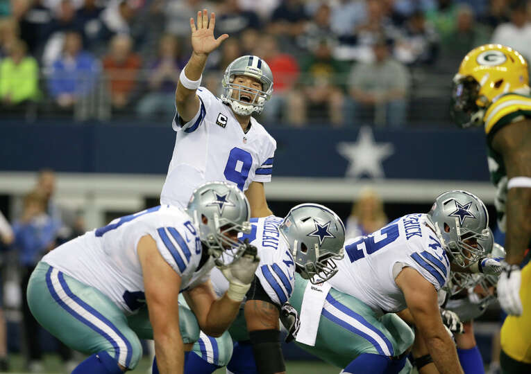 Dallas Cowboys quarterback Tony Romo (9) lines up for the snap during the first half or an NFL footb