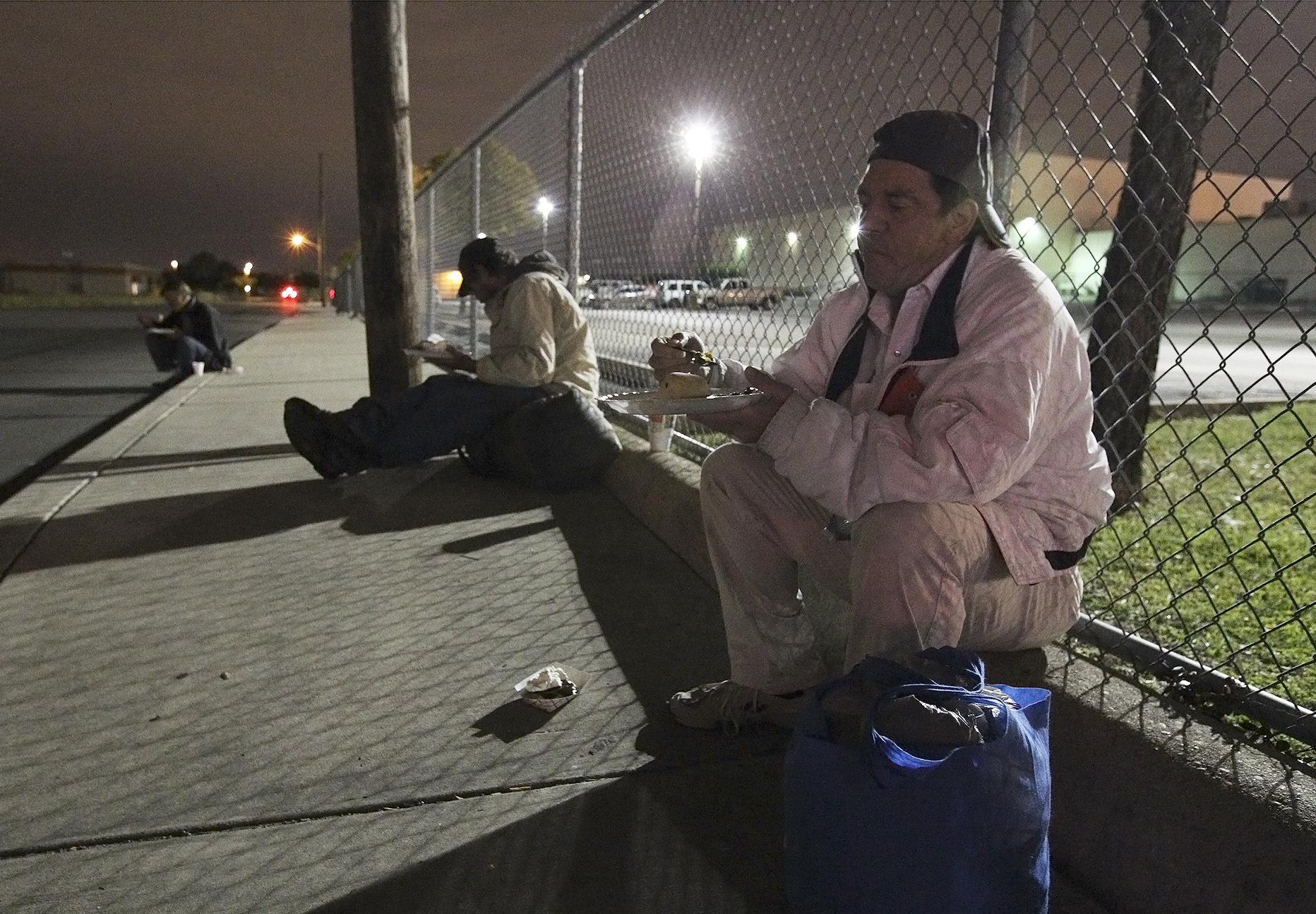 Chow Train Team Feeds Homeless San Antonio Express News