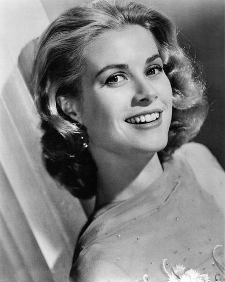 American actress Grace Kelly (1929 - 1982), circa 1955. Photo: Silver Screen Collection, Getty Images