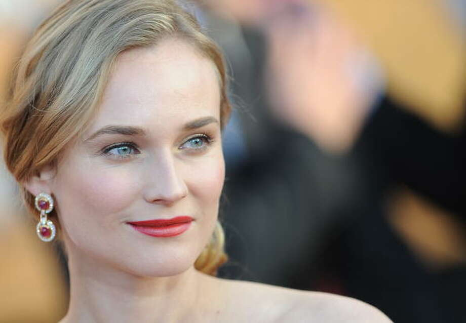 Diane Kruger arrive at the 16th annual Screen Actors Guild Awards (SAG) at the Shrine Exposition Center in Los Angeles January 23, 2010. Photo: ROBYN BECK, AFP/Getty Images / 2010 AFP