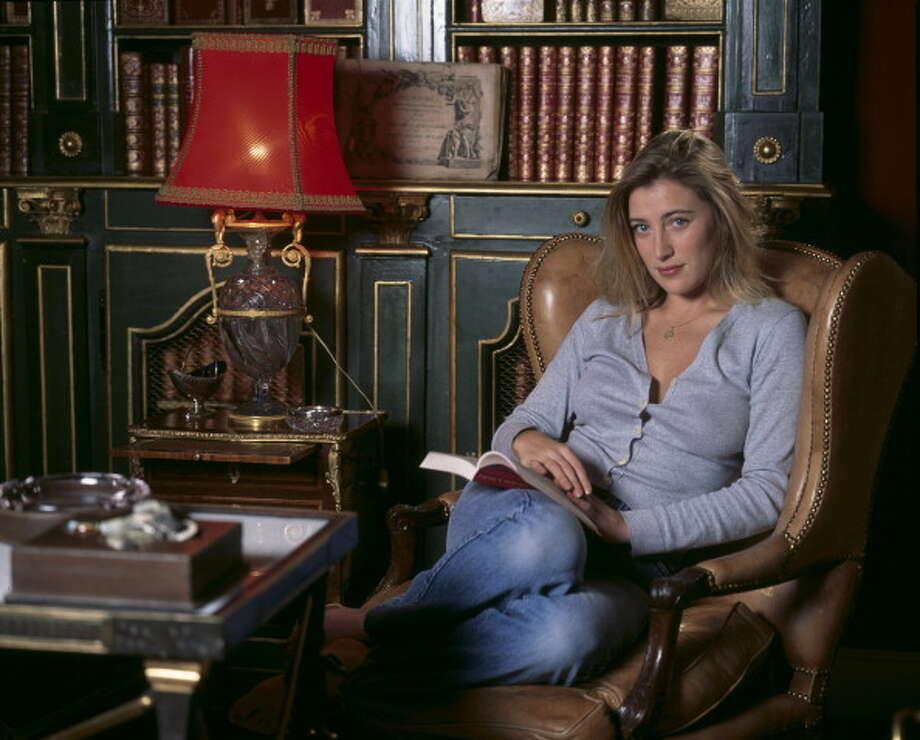 Valeria Bruni Tedeschi in her library, in December, 1990. Photo: AUGER Benjamin, Paris Match Via Getty Images
