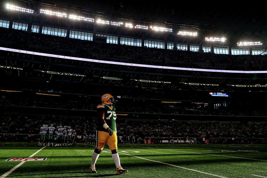Nose tackle Ryan Pickett #79 of the Green Bay Packers walks off the field against the Dallas Cowboys during a game at AT&T Stadium on December 15, 2013 in Arlington, Texas. Photo: Ronald Martinez, Getty Images / 2013 Getty Images