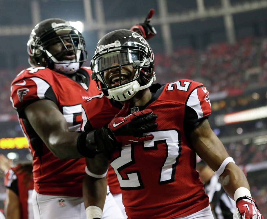 Atlanta Falcons cornerback Robert McClain (27) celebrates picking up a loose ball with Atlanta Falcons outside linebacker Stephen Nicholas (54) ring the first half of an NFL football game against the Washington Redskins, Sunday, Dec. 15, 2013, in Atlanta. Photo: John Bazemore, AP / AP