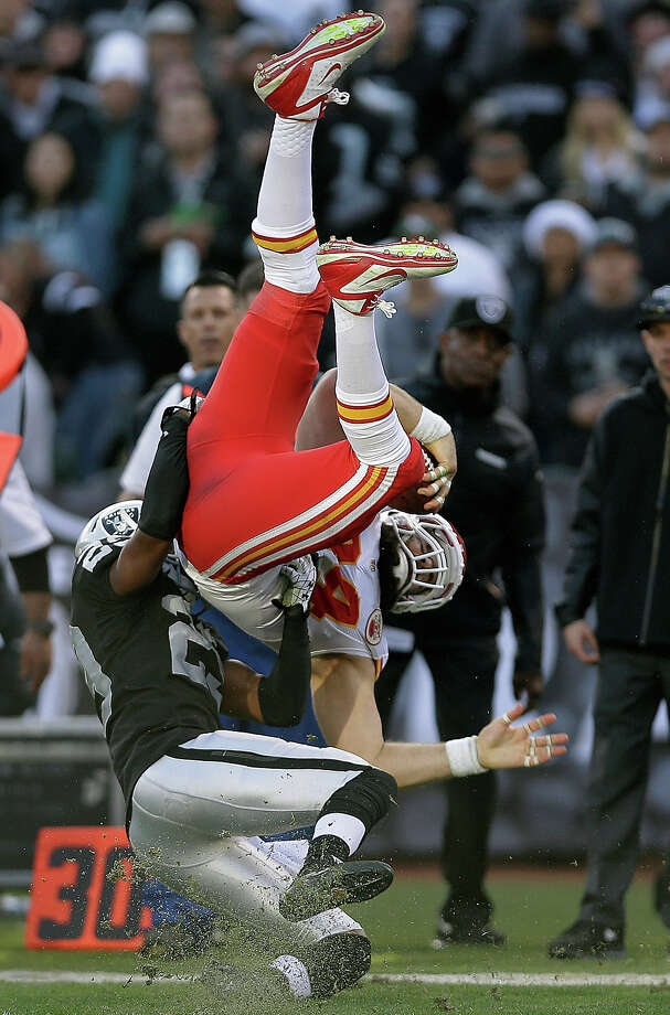 Kansas City Chiefs tight end Sean McGrath, top, is tackled by Oakland Raiders cornerback Brandian Ross during the third quarter of an NFL football game in Oakland, Calif., Sunday, Dec. 15, 2013. Photo: Marcio Jose Sanchez, ASSOCIATED PRESS / AP2013