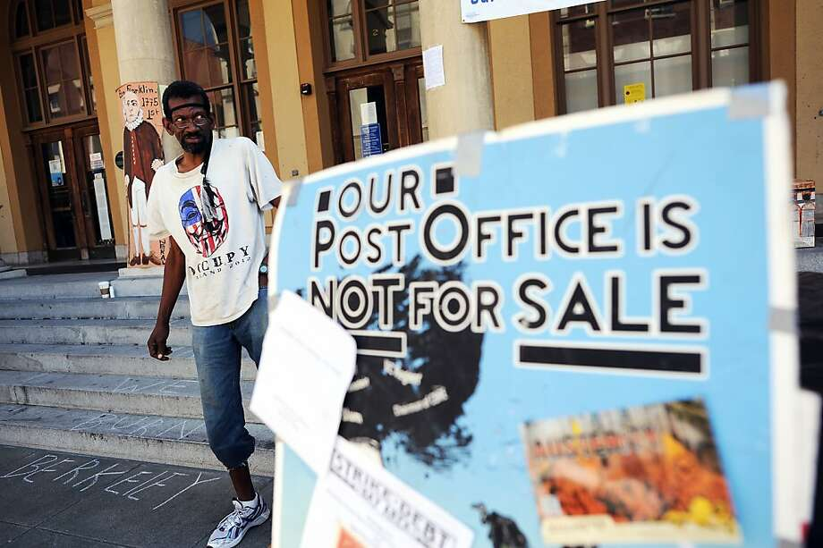 Pastor Preston protests at the Berkeley post office in August. Photo: Michael Short, Special To The Chronicle