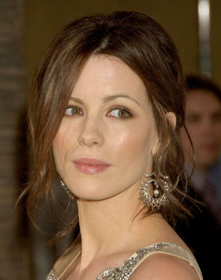 "Actress Kate Beckinsale arrives at the ""Snow Angels"" premiere at The Egyptian Theater on February 28, 2008 in Hollywood, California. Photo: Gregg DeGuire, WireImage"