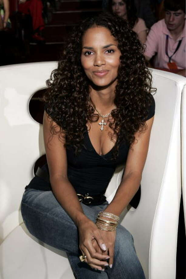 Halle Berry during The 2004 Teen Choice Awards. Photo: KMazur, WireImage