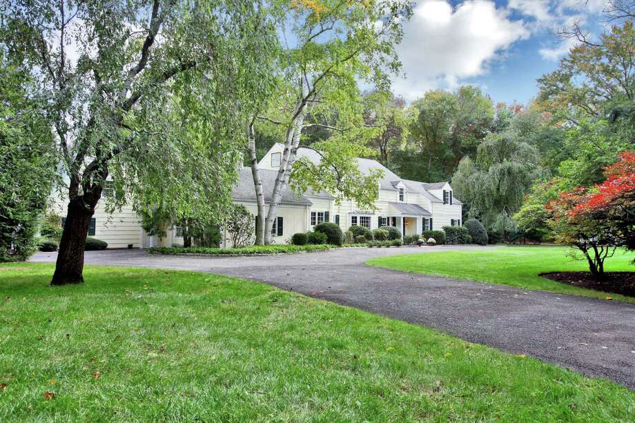 The sprawling Colonial at 480 Hollow Tree Ridge Road in Darien has 13 rooms and a large piece of property. It is on the market for $2,750,000. Photo: Contributed Photo, Contributed / Darien News
